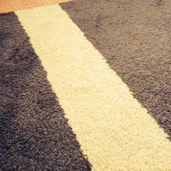 Wieder sauber: Teppichboden ohne Rotweinflecken
