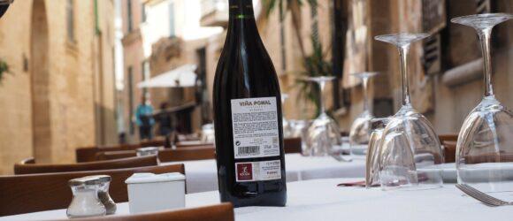 Etikett der Weinflasche